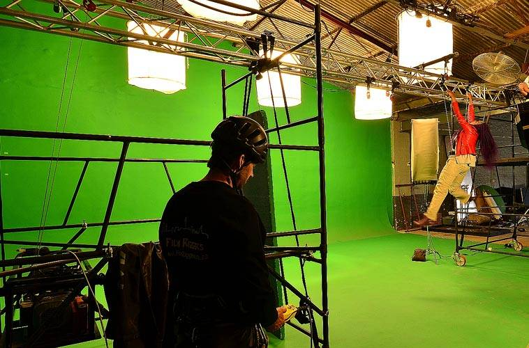 Film Riggers - Green Screen in studio