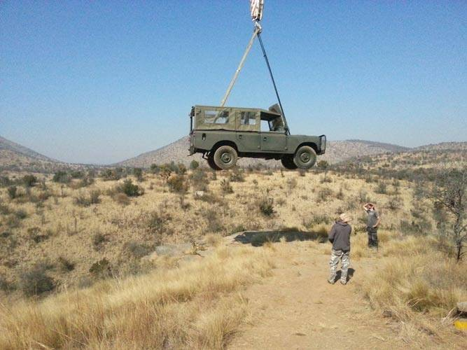Film Riggers - Land Rover lifting
